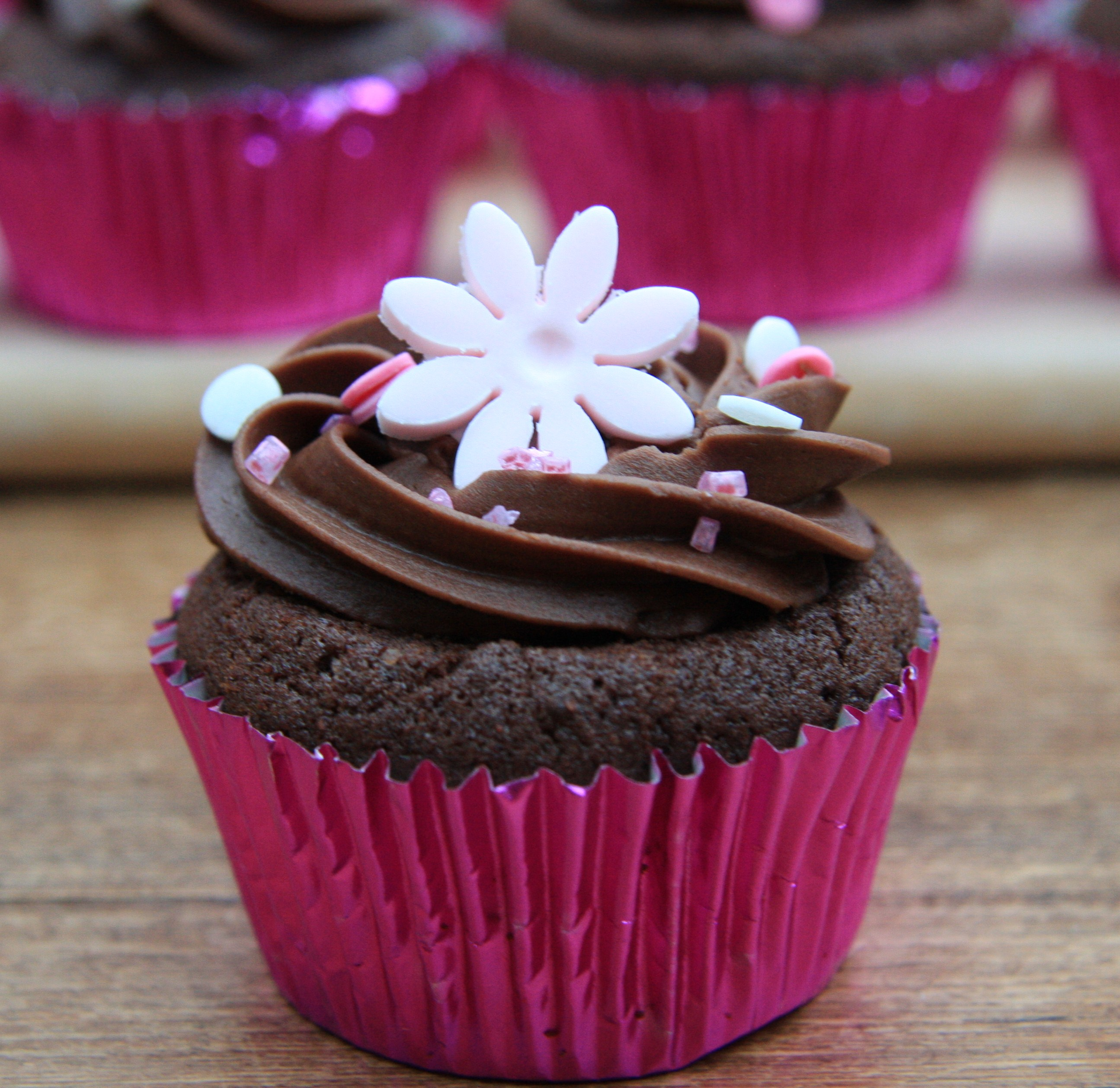 Chocolate Party Cupcakes with pink flower decorations – lovinghomemade