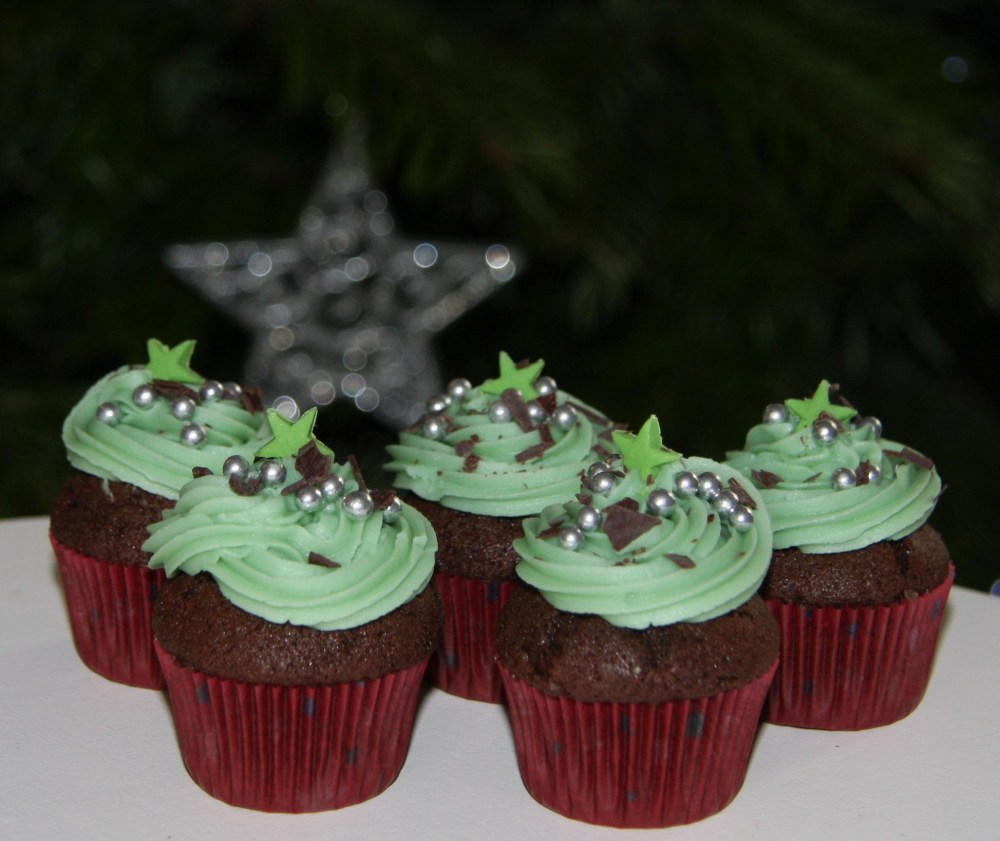 mini star christmas cupcakes