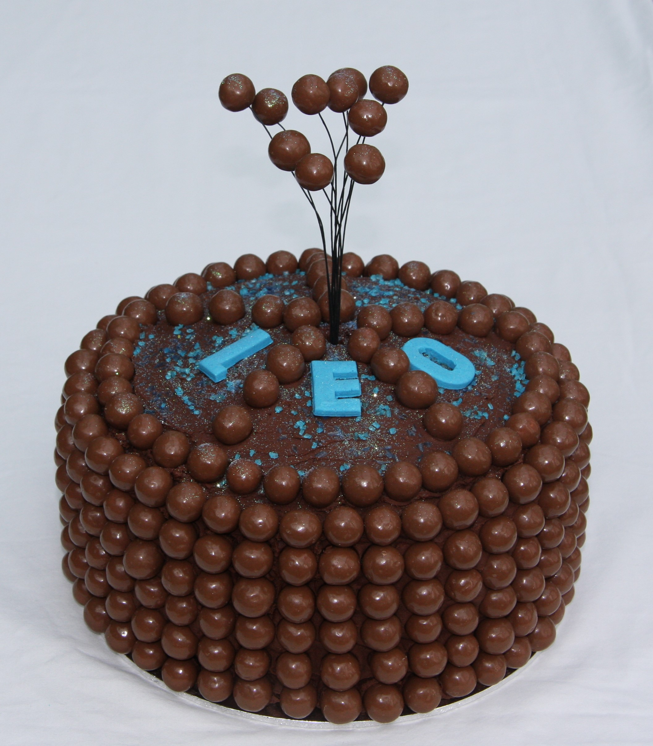 chocolate birthday cake chocolate birthday cakes top tips for decorating with 2809