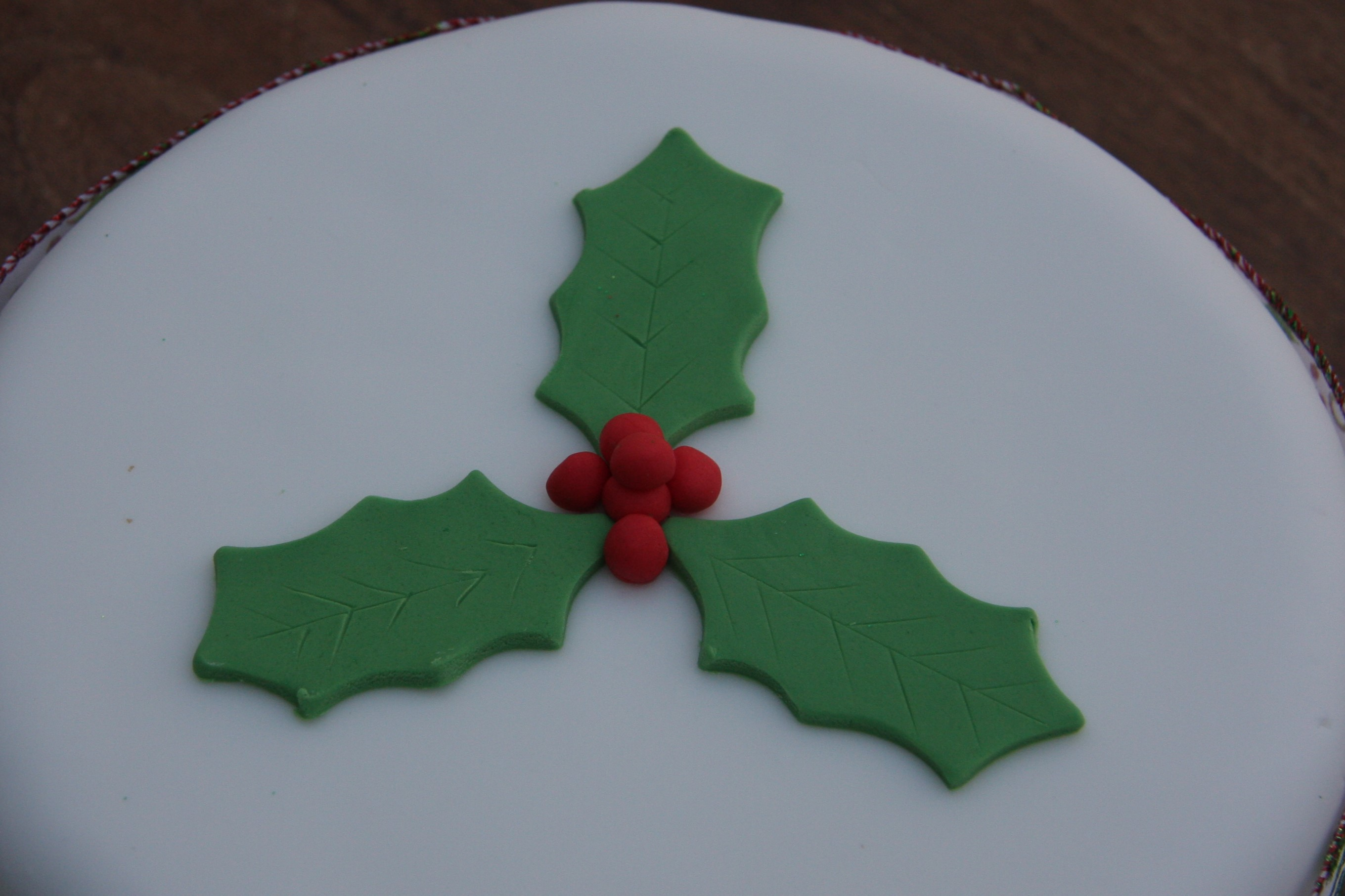 Christmas Cake Decoration Ideas Simple : Delicious Last Minute Christmas Cake   lovinghomemade