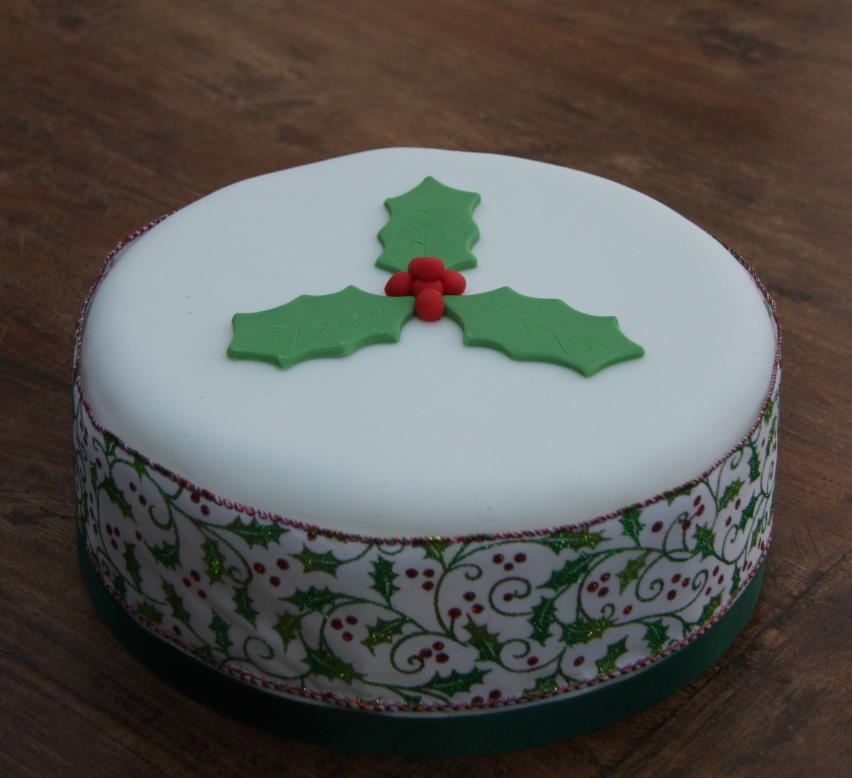 Delicious Last Minute Christmas Cake Lovinghomemade