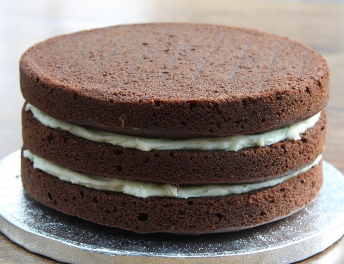 White icing with a chocolate cake can look very striking