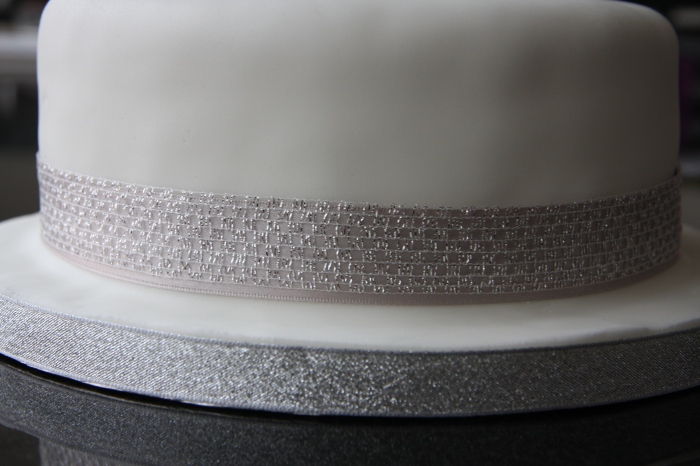silver ribbons on cake