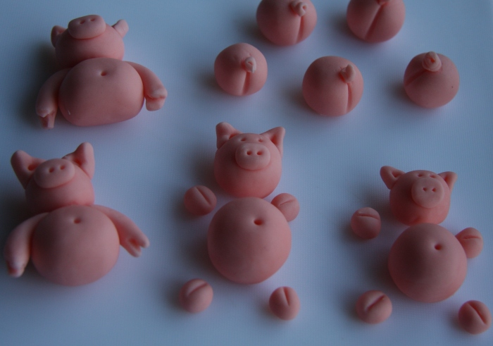 sugarpaste pigs